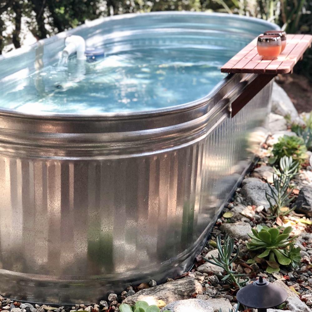 badkuip voor in de tuin van staal gegalvaniseerd
